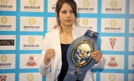 EXCLUSIV Calvarul Corinei Cârlescu a luat sfârşit: pugilista a fost legitimată la un club de box din Germania