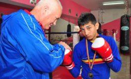 Un român în semifinalele CM de box pentru cadeţi
