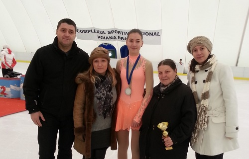 O stea creşte într-un an cât alţii în 10! Ana Catană este vicecampioană naţională la patinaj artistic junioare!