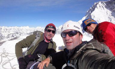 """Horia Colibăşanu a trecut de Shishapangma şi """"atacă"""" Everestul"""