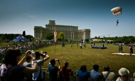 Parcul Izvor din Capitală, punct de atracţie pentru iubitorii paraşutismului