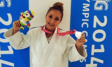 Judoka Stefania Dobre aduce României prima medalie, un argint, la Jocurile Olimpice ale Tineretului. Ambele echipaje de canotaj și înotatorul Robert Glinta, finalisti