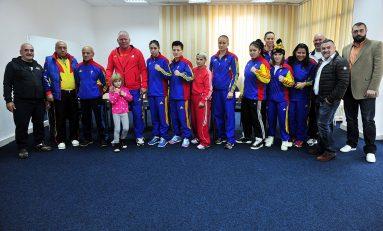 Antrenorul Adrian Lacatus si-a propus cinci medalii la Mondialele de box ale senioarelor
