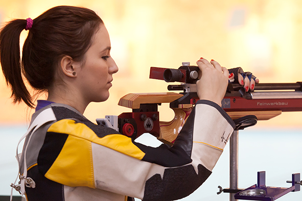 Laura Ilie aduce primul aur la Universiadă în proba de pușcă 50 metri, Sanda Belgyan, finalistă la 400 metri