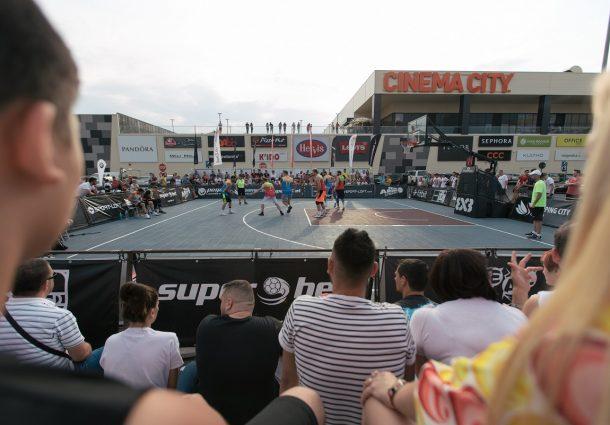 Superbet Galați Streetball a fost organizat de Shopping City Galați în parteneriat cu Sport Arena Streetball și a fost susținut de Superbet, Nike, sport-loft.com, Fitbit, Kiss FM, Horizon, Ideal Board Games, APAN Motors, Carrefour și Primăria Municipiului Galați.