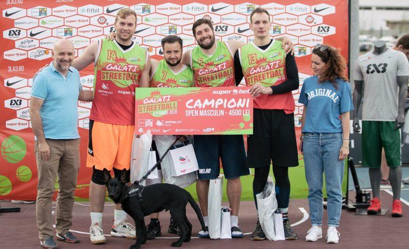 Adrian Guțoaia, alături de coechipierii săi din echipa Autohtonii, s-a impus alături la categoria Open Masculin, încasând un cec în valoare de 4500 de lei și premii oferite de Nike.