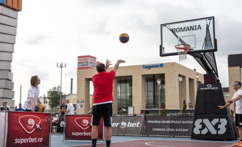 Competiția masculină de la Superbet Suceava Streetball a fost dominată de echipa US of Moldova, cu Vlad Cobzaru în mare formă. Acesta a marcat 10 dintre cele 21 de puncte ale echipei sale în finală, incluzând un spectaculos slam-dunk și și-a condus echipa spre victorie în meciul cu Camarazii, scor final 21-13.