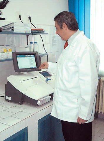 """Dorel Tocitu, şeful Laboratorului de Biochimie :""""Nu există rezultate mari care să nu treacă prin laboratoare"""""""