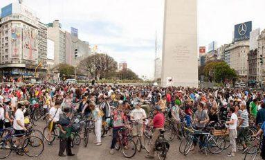 """""""Masa Critică"""" îi așteaptă la start pe bicicliștii brașoveni"""