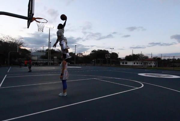 Sfidează gravitaţia! Cel mai bun dunker din lume revine la Sport Arena Streetball!