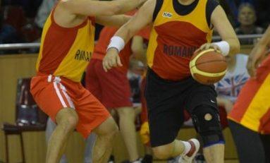 Premierul României joacă baschet la Sport Arena Streetball