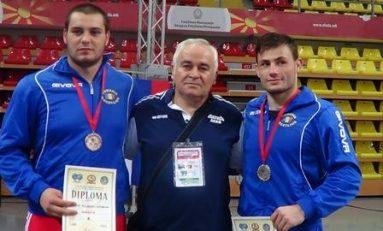 16 sportivi români la CM de lupte pentru juniori