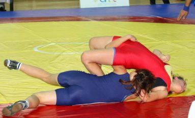 Mangalia, gazda finalei CN de lupte feminine pe echipe
