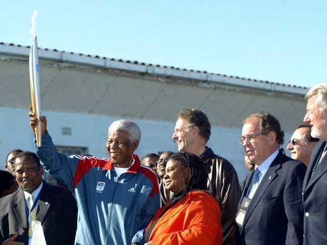 Nelson Mandela, omagiat de Comitetul Internaţional Olimpic