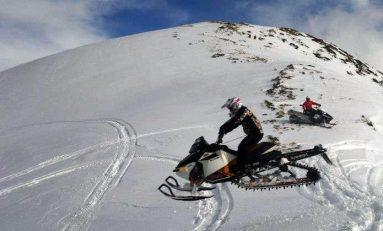 Spectacol alb cu snowmobilele la Predeal Winter Cup