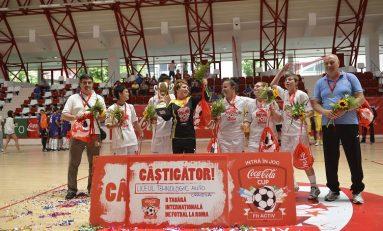 Un liceu din Craiova şi unul din Bucureşti au câştigat Cupa Coca Cola 2014