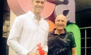 Trofeu special primit de Horia Tecău din partea organizatorilor BRD Năstase Țiriac Trophy