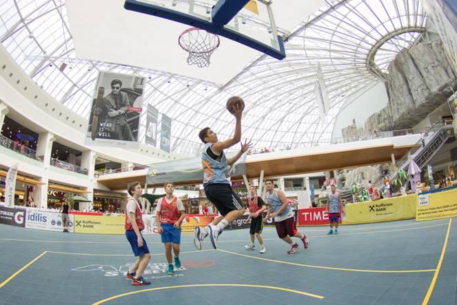 Slam-dunk în mall!