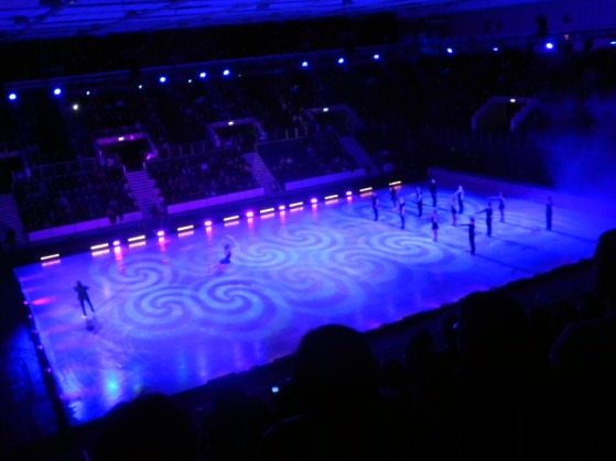 Comedie, emoție, acrobații și artă la Kings on Ice 2014