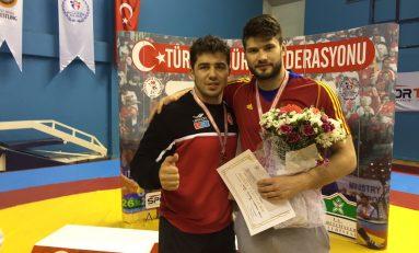 Un bronz și două locuri 5 la turneul internațional de greco-romane de la Istanbul