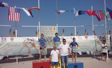 Șapte medalii, dintre care trei de aur, în prima zi a Mondialelor de lupte pe plajă de la Mangalia