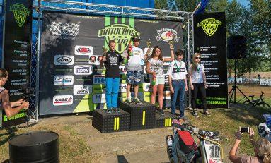 Fetele din Motocross Cup – de la egal la egal cu băieţii, cu vise de mondial!