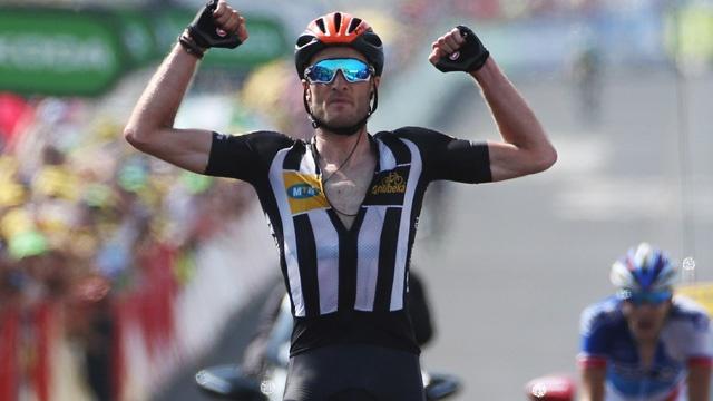 Cummings îi învinge la sprint pe Pinot și bardet, în etapa a 14-a din Marea Buclă. Froome continuă să conducă la general