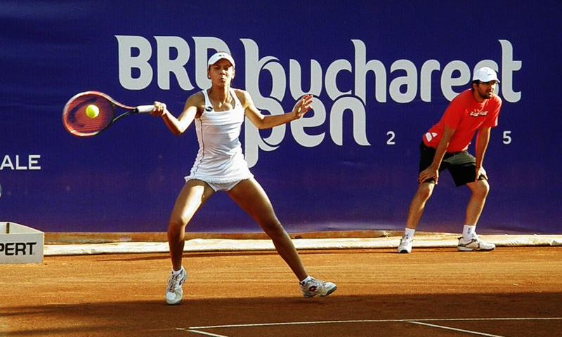 Andreea Mitu o învinge pe Sorana Cîrstea și o va întâlni în sferturile BRD Bucharest Open pe Monica Niculescu