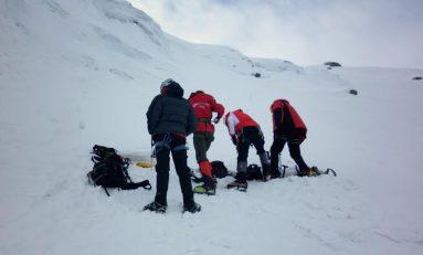 Alpinişti români duc acvila carpatină pe cel mai înalt vulcan din lume
