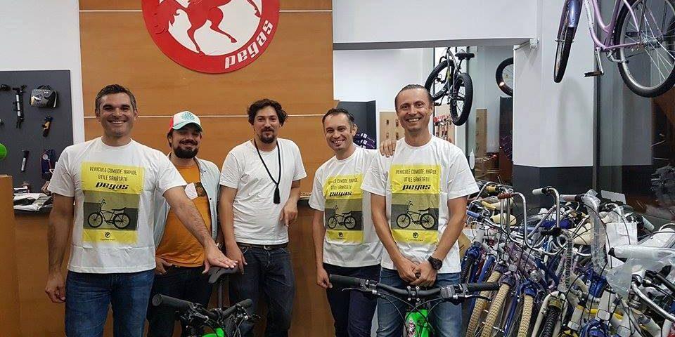 Trei români vor să traverseze Deșertul Atacama și vulcanul Ojos Del Salado pe biciclete Pegas