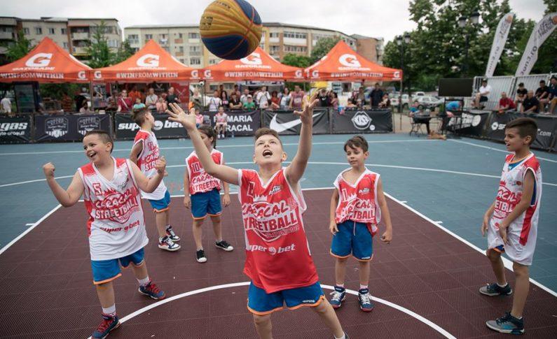 De altfel, Superbet Caracal Streetball a adunat la start nu mai puțin de 32 de echipe de copii și juniori, din totalul celor 56 înscrise, iar Leii București au fost din nou în top la categoriile baby și sub 14 ani, la fel ca și la turneele precedente.