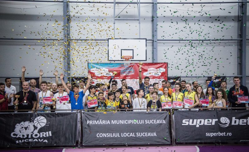 Peste 150 de participanți au jucat baschet în week-end la Suceava, în cel mai important eveniment sportiv al verii din orașul bucovinean, care a fost organizat cu sprijinul Iulius Mall și al clubului Castorii Suceava și susținut de către Primăria Municipiului Suceava și a Consiliului Local Suceava. Partenerii locali ai evenimentului au fost Direcția Județeană pentru Sport Suceava, Bistro Lovegan și Ecooptic. Circuitul național de baschet 3x3 Sport Arena Streetball Tour 2018 este susținut de: Superbet, Nike, sport-loft.com, Ursus Cooler, Gatorade, Kiss FM, Horizon, Ideal Board Games și Pegas.