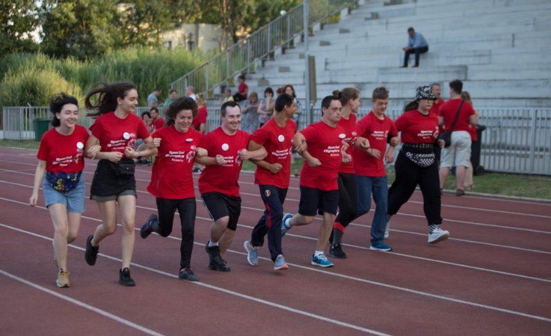 Fundația Special Olympics din România anunță un nou program adresat elevilor cu și fără dizabilități intelectuale din 240 de școli care vor învăța despre incluziune și vor face sport împreună